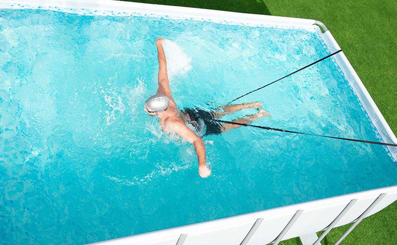 nage à contre courant bestway avec un elastique