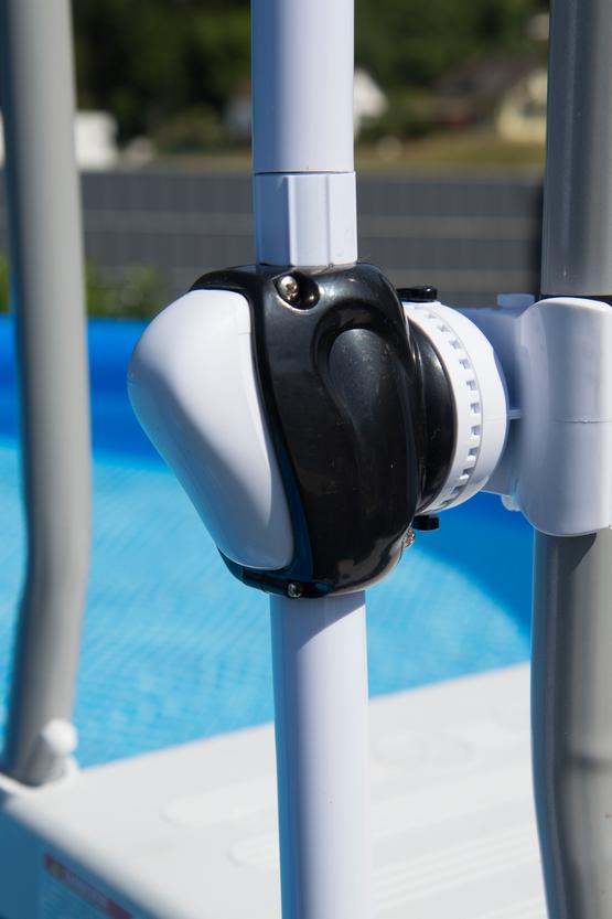 fixation échelle pour piscine hors sol