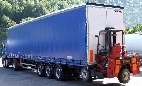 camion avec charriot embarqué